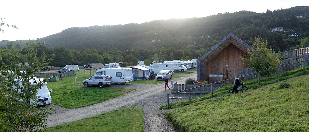 camping loch ness shores in schottland cool camping wohnmobil. Black Bedroom Furniture Sets. Home Design Ideas